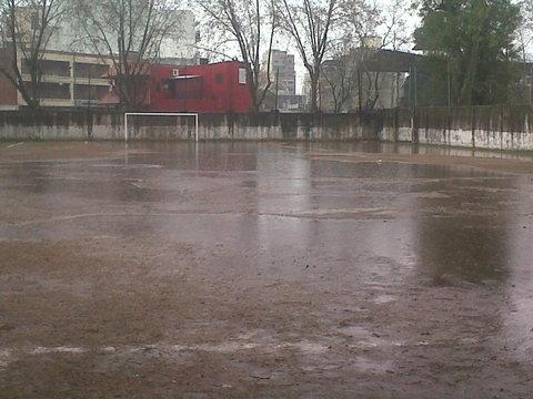 Resultado de imagen para cancha de camioneros inundada